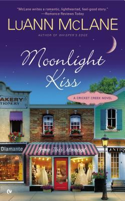 Review Moonlight Kiss by LuAnn McLane