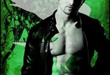 Review: Wicked Kiss by Rebecca Zanetti