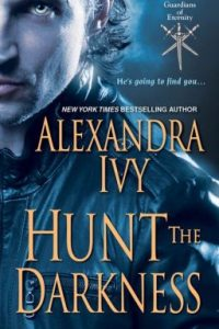 Review Hunt the Darkness by Alexandra Ivy